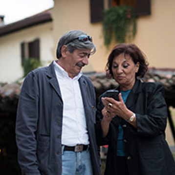 Couple using a Doro smartphone outdoors.