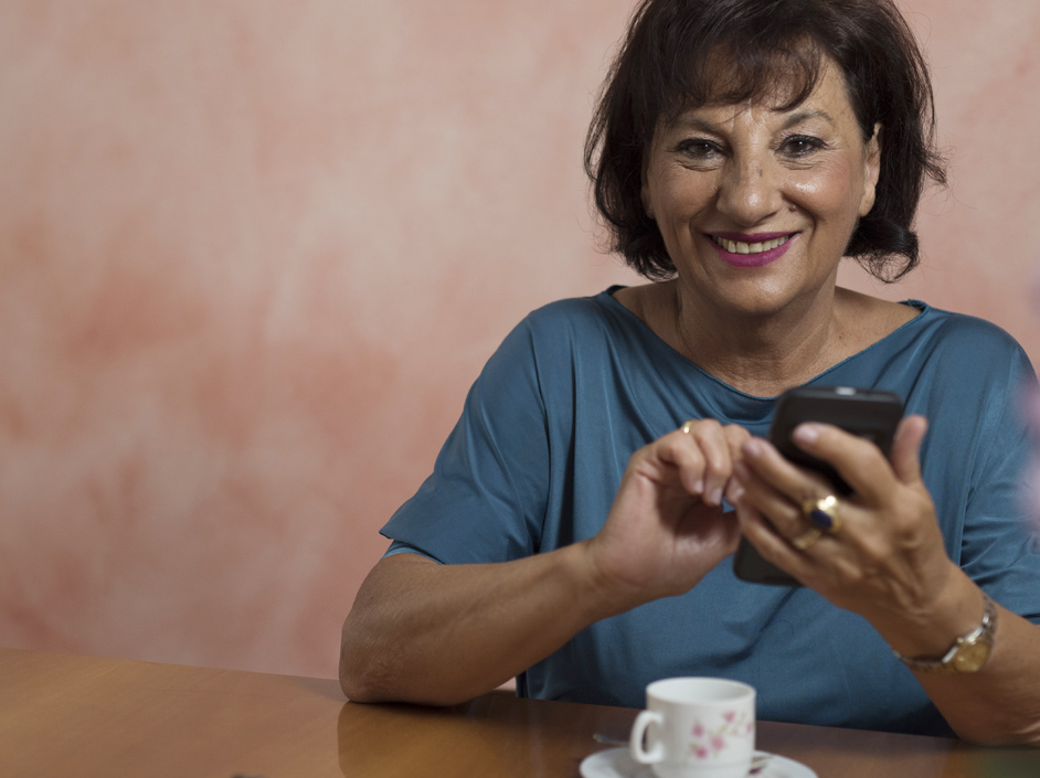 Smiling woman with a Doro smartphone.
