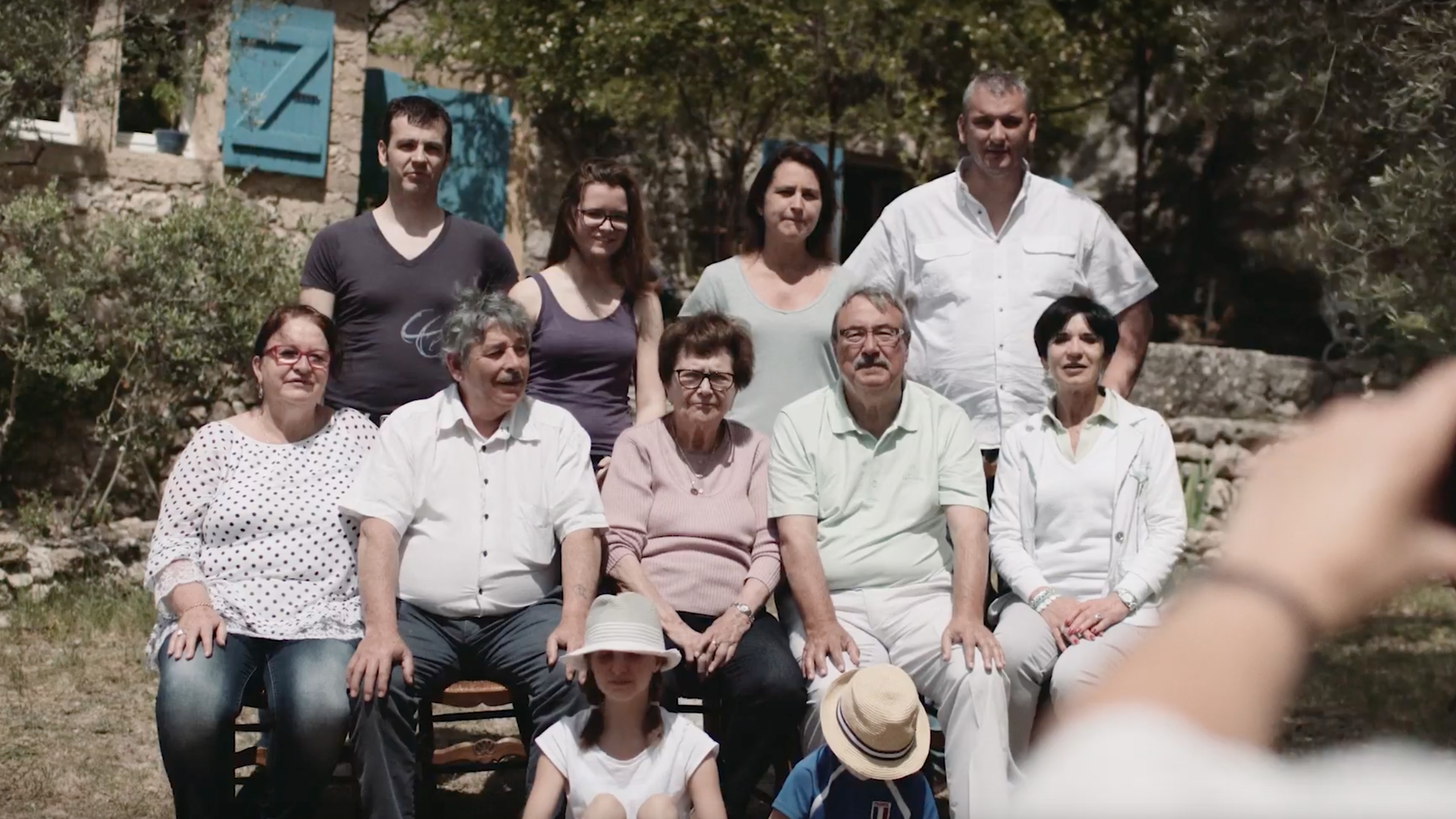 People from different generations gathered for a group photo. (video)